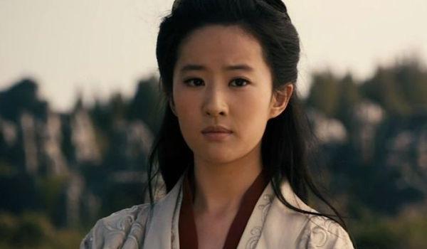 لیو ییفی در نقش مولان در فیلم مولان 2020