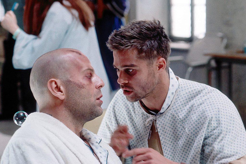بردپیت(راست) و بروس ویلیس(چپ) در فیلم 12 میمون