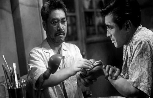 توشیرو میفونه(راست) و تاکاشی شیمورا(چپ) در فیلم فرشته مست ساخته آکیرا کوروساوا