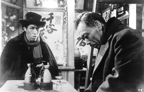 تاکاشی شیمورا(راست) در فیلم Ikiru ساخته آکیرا کوروساوا