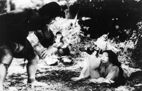 ماچیکو کیو(راست) و توشیرو میفونه(چپ) در فیلم  Rashomon ساخته آکیرا کوروساوا