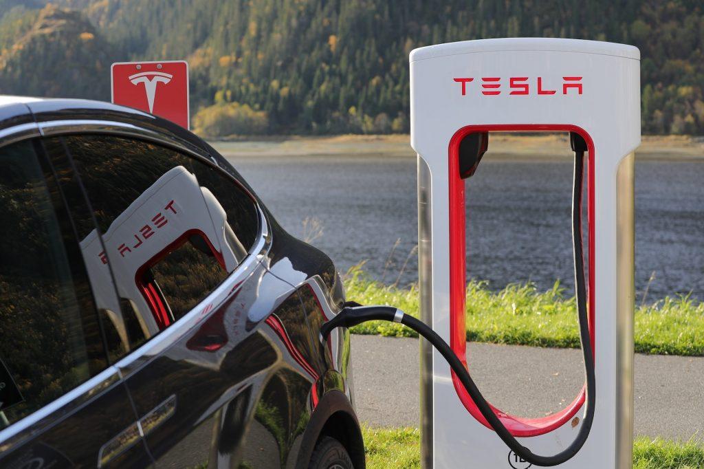 خودروی الکتریکی و جایگاه شارژ