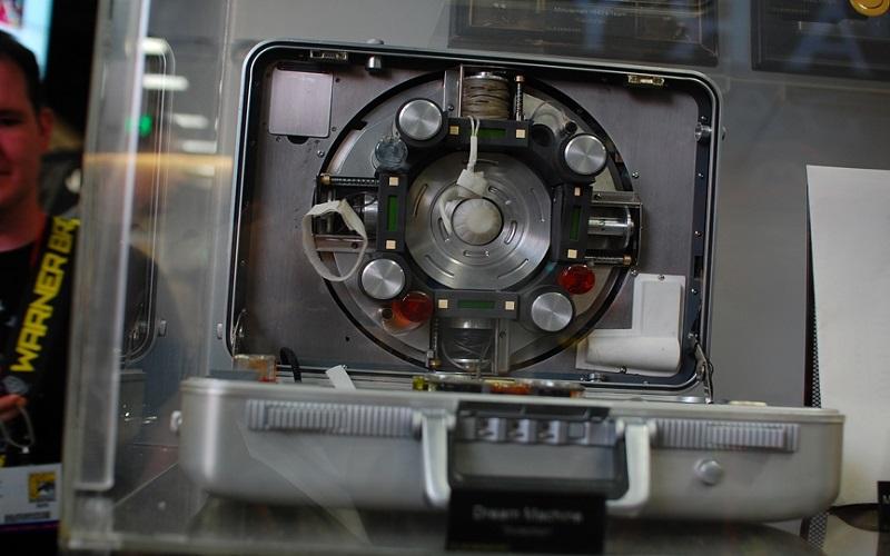 دستگاه اشتراک گذاری رویاها در فیلم تلقین