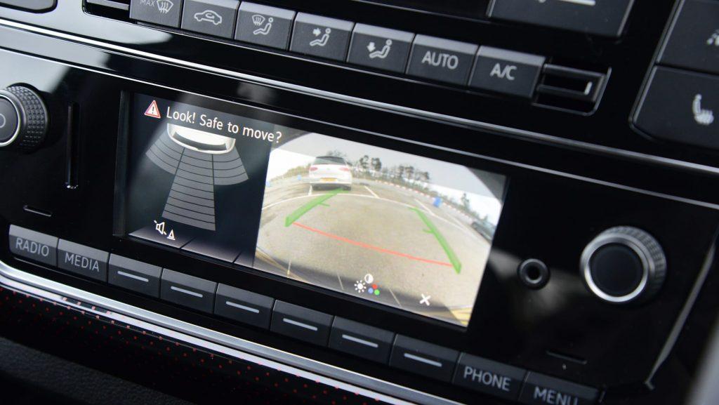 بررسی فولکس واگن آپ ، یکی از بهترینها در خودروهای شهری 8