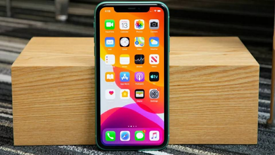 iPhone 11 : بهترین آیفون برای بیشتر مردم_ریون مگ