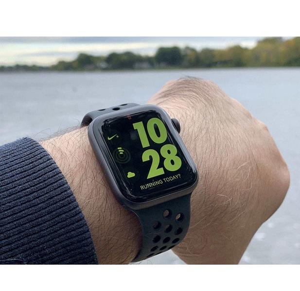 پر فروش ترین ساعت های هوشمند بازار ایران سال 99_ ساعت هوشمند اپل واچ 3 مدل 42mm Space Aluminum Case with Sport Band2