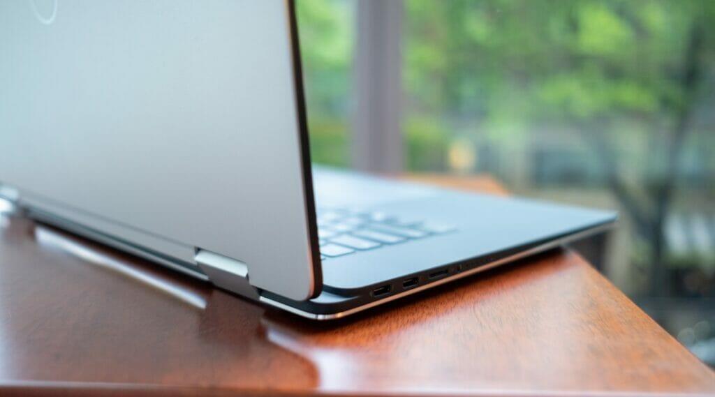Dell XPS 15 2-in-1  : بهترین لپ تاپ 15 اینچی3_ ریون مگ